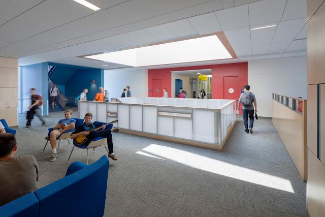 Nueva School interior