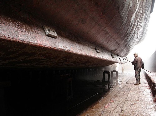 Hull cleaning in drydock - December 2006