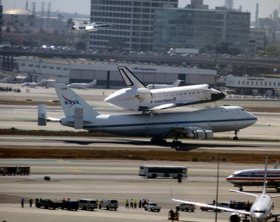 Endeavour lands at LAX