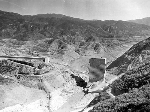 Stearns, H.T. USGS / Public Domain via Wikimedia Commons