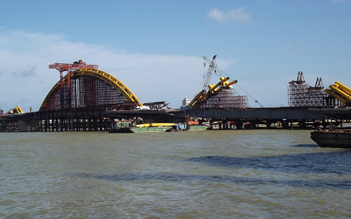 Dragon Bridge under construction