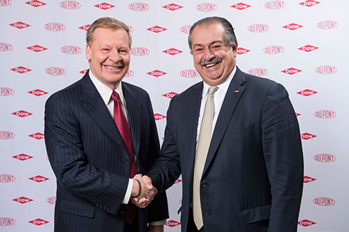 DuPont CEO Edward Breen (left) and Dow CEO Andrew Liveris (right)